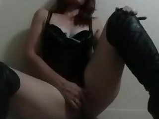 slut Naomi plays with herself