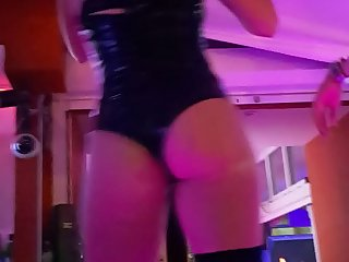 amazing waiters dancing asses 2
