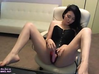 Amateur Brunette Masturbation To Extreme..
